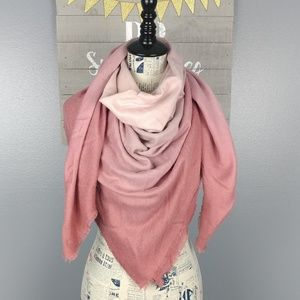 NWT Blanket scarf - ombre pink